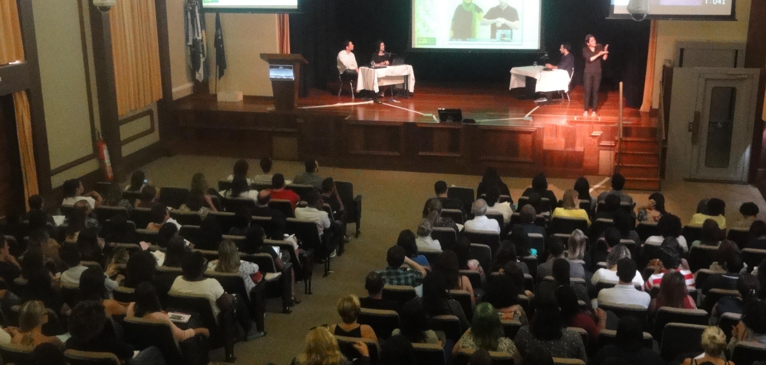 Fórum Bilíngue do INES discute cultura e tecnologia na educação de surdos
