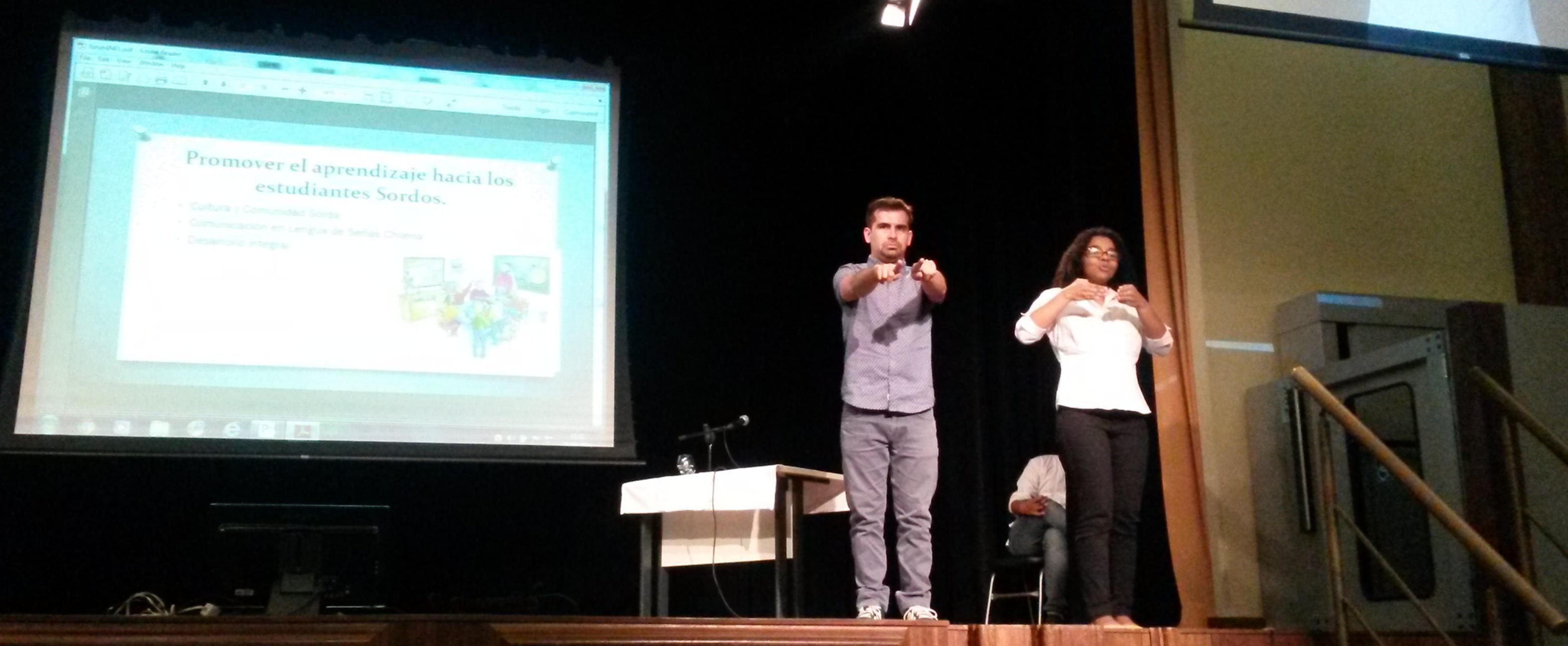 Fórum Bilíngue do INES recebe professor do Chile para debater língua de sinais