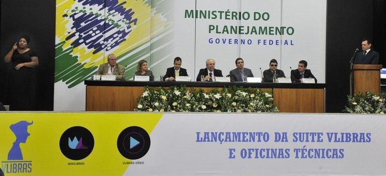 Representantes do INES participam de lançamento de aplicativo para surdos criado pelo governo