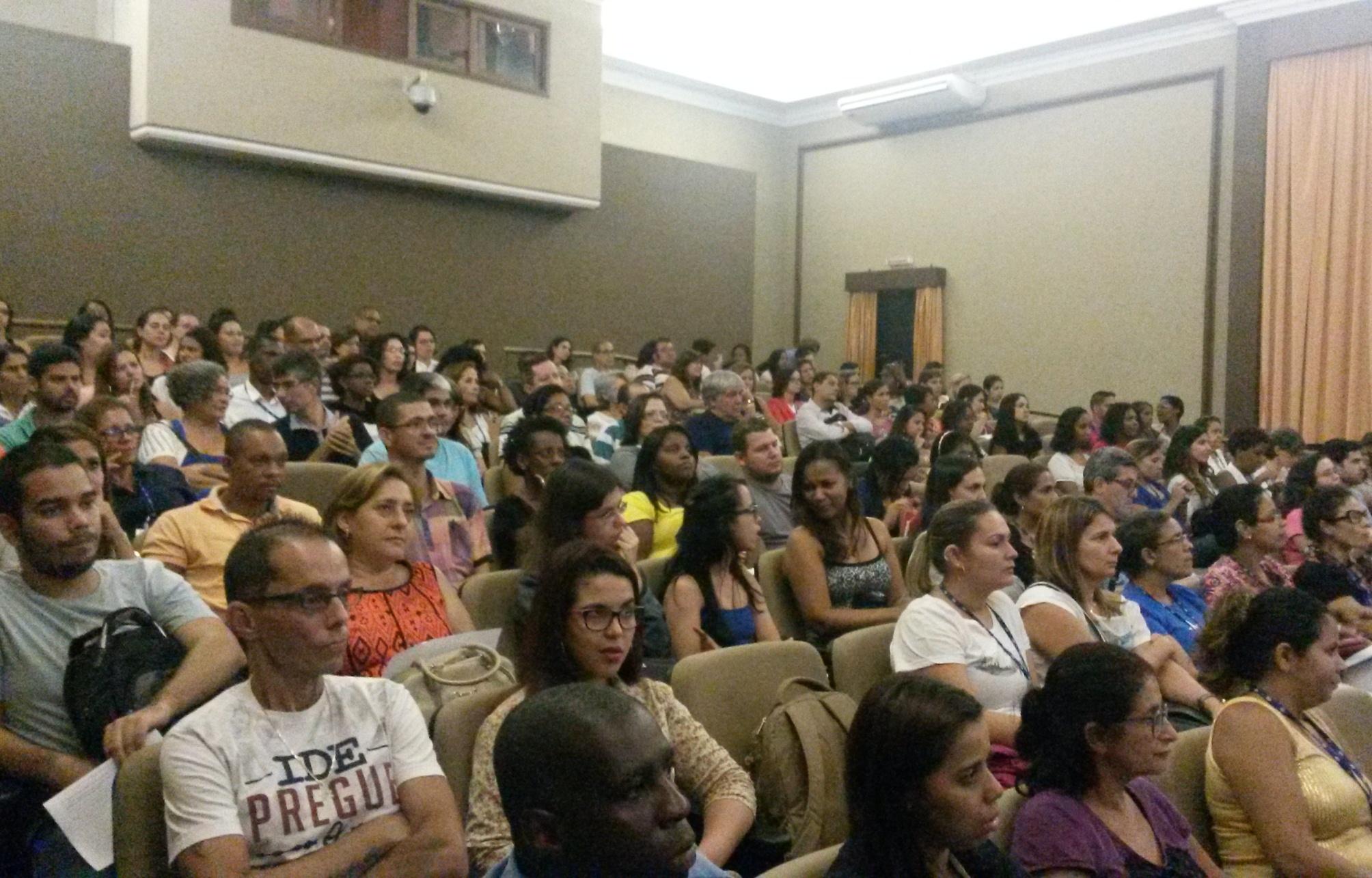 Servidores na plateia participaram do debate